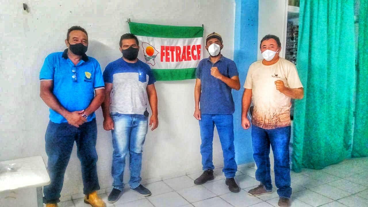 Edson Veriato com representantes do Sindicato dos Trabalhadores Rurais (STRAAF) e da Associação da Chapada da Torre